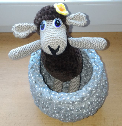 Picture of Hostess sheep in her basket - crocheted - handmade